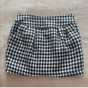 Forever 21 houndstooth skirt with pockets!